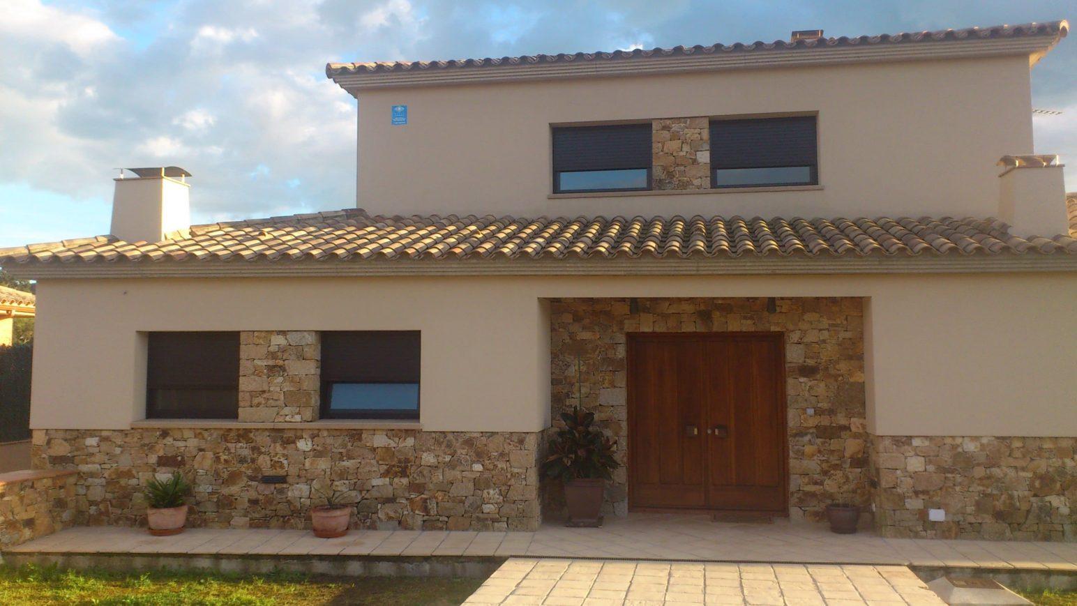 Piedra para fachada 5 ideas para revestir tus paredes for Fachadas de casas modernas con piedra