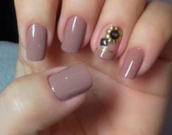 que pegamento se usa para pegar strass en las uñas