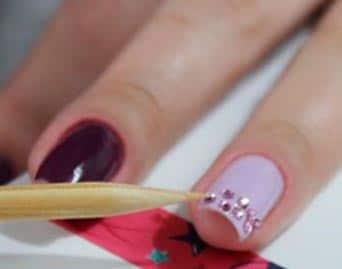 Herramientas para aplicar piedras a las uñas