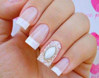 como poner perlas en las uñas