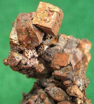Mineral cuprico